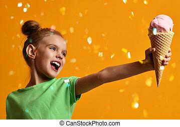 niño, elasticidad, lejos, amarillo, barquillos, cono,...