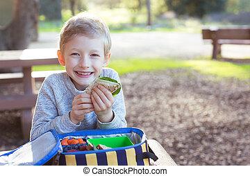 niño, en, almuerzo escuela