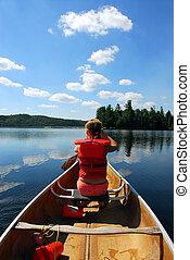 niño, en, canoa
