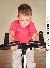 niño, en, entrenamiento, aparato
