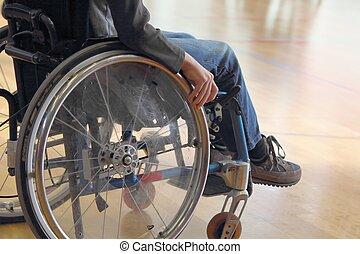 niño, en, un, sílla de ruedas, en, un, gimnasio