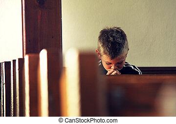 niño, es, rezando