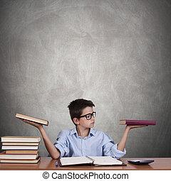 niño, estudio, tabla, con, libros, y, conceptos