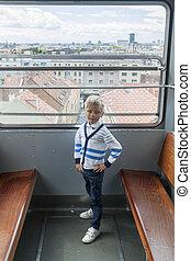 niño, funicular, vacío, mirada, panorama, zagreb, solamente...