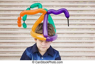 niño, globo, sombrero, enojado