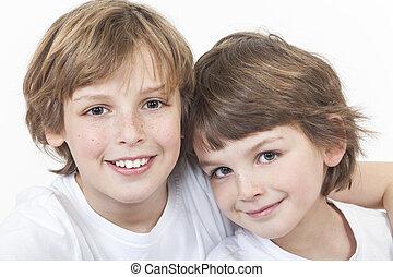 niño, hermanos, juntos, sonriente, niños, feliz
