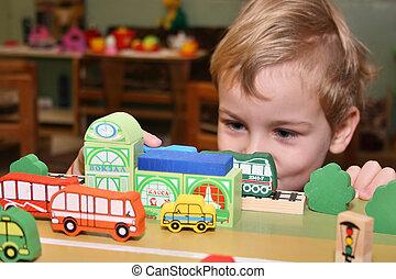 niño, juego, en, jardín de la infancia