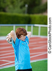 niño, lanzamiento, pelota, en, campo