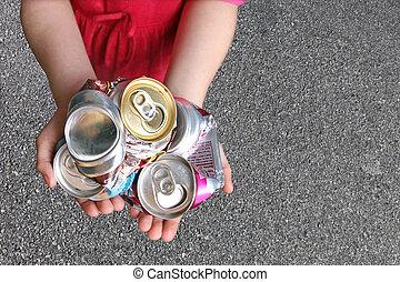 niño, latas, aluminio, reciclaje