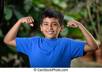 niño, músculos, latino, exposición