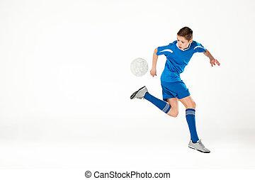 niño, pelota, vuelo, joven, futbol, patada