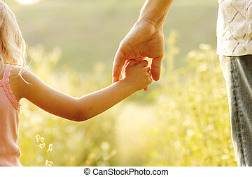niño pequeño, asideros, padre, mano