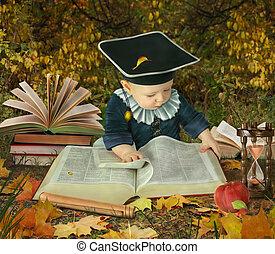 niño pequeño, con, muchos, libros, en, otoñal, parque,...