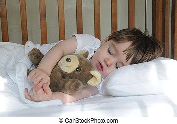 niño pequeño, sueño, con, osito de peluche