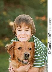 niño, perro, abrazar