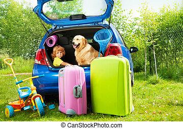 niño, perro, y, equipaje, esperar, para, depature