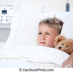 niño, poco, cama del hospital, enfermo, acostado