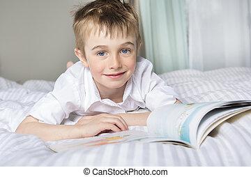 niño, poco, el suyo, cama, lectura, sueño, antes