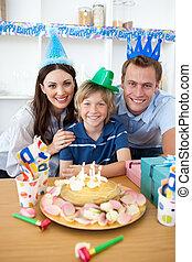 niño, poco, el suyo, celebrar, cumpleaños, feliz
