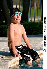 niño, sentado, en, el, piscina