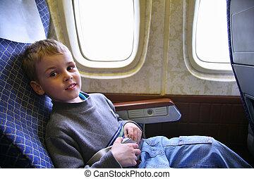 niño, sentarse, en, avión