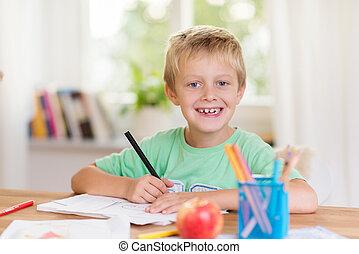 niño, sonreír feliz, joven, schoolwork