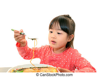 niño, teniendo, espaguetis