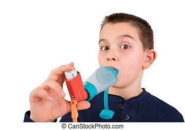 niño, usar inhaler, con, espaciador