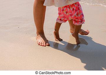 niño, y, mamá, en la playa