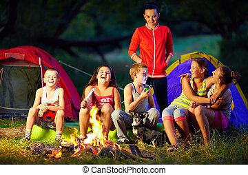 niños, alrededor, interesante, campfire, historias, ...
