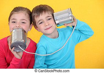 niños, amarillo, teléfono, estaño, llamada, latas, plano de...