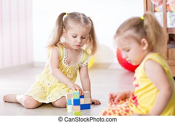 niños, amigos, juego, juntos