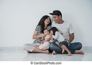 niños, asiático, casual, pareja, dos, ropa, casado, llevando...