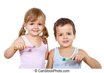 niños, con, cepillo de dientes