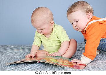 niños, con, libro