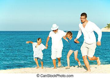 niños, corra, padre, aduelo, corriente, playa