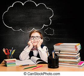 niños, educación, chico niño, estudio, en, escuela, pensamiento, o, soñar, encima, burbuja, en, pizarra