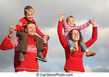 niños, en, padres, hombros