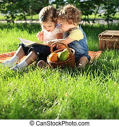 niños, en, picnic