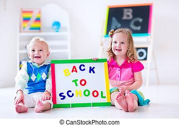niños, en, preescolar, pintura