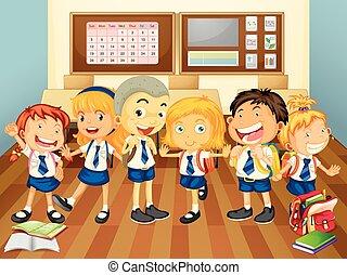 niños, en, uniforme, en, el, aula