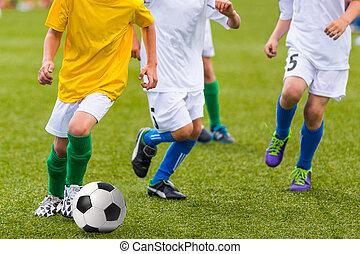 niños, jugar al fútbol, juego