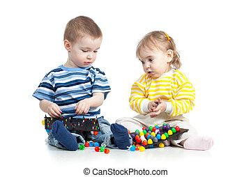 niños, jugar con, mosaico, juguete