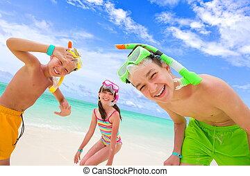niños jugar, en, playa