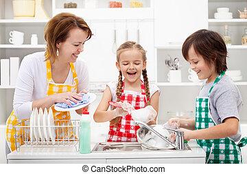 niños, lavar platos, madre