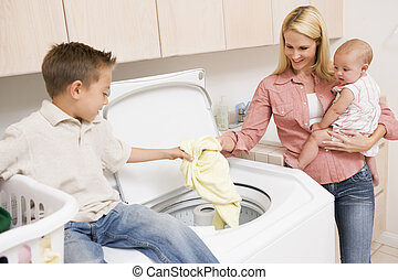niños, madre, lavadero
