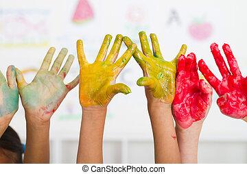 niños, manos, cubierto, con, pintura