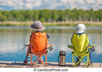 niños, pasar, un, fin de semana, pesca, en, el, lago