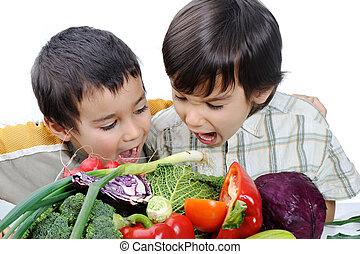 niños, poco, comida, vegetales, dos