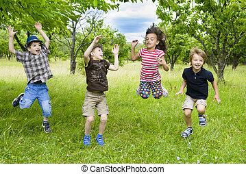niños, saltar hacia dentro, un, huerto